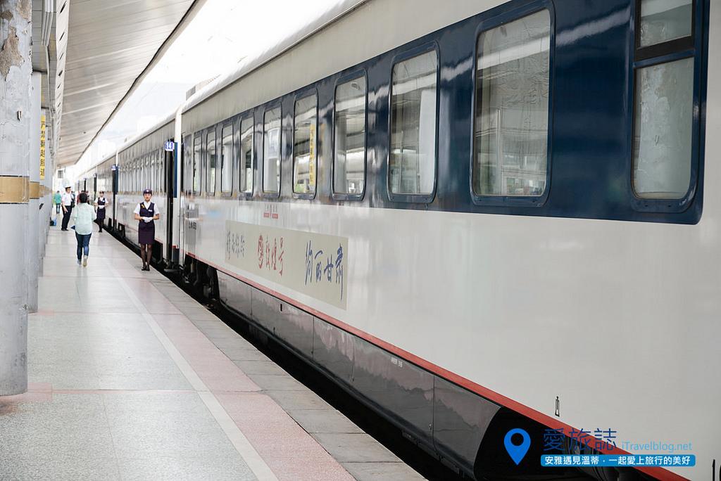 《甘肅交通指南》蘭州鐵路.敦煌號:搭乘高鐵夜奔一千公里路,絲路大漠風光呼嘯而過。