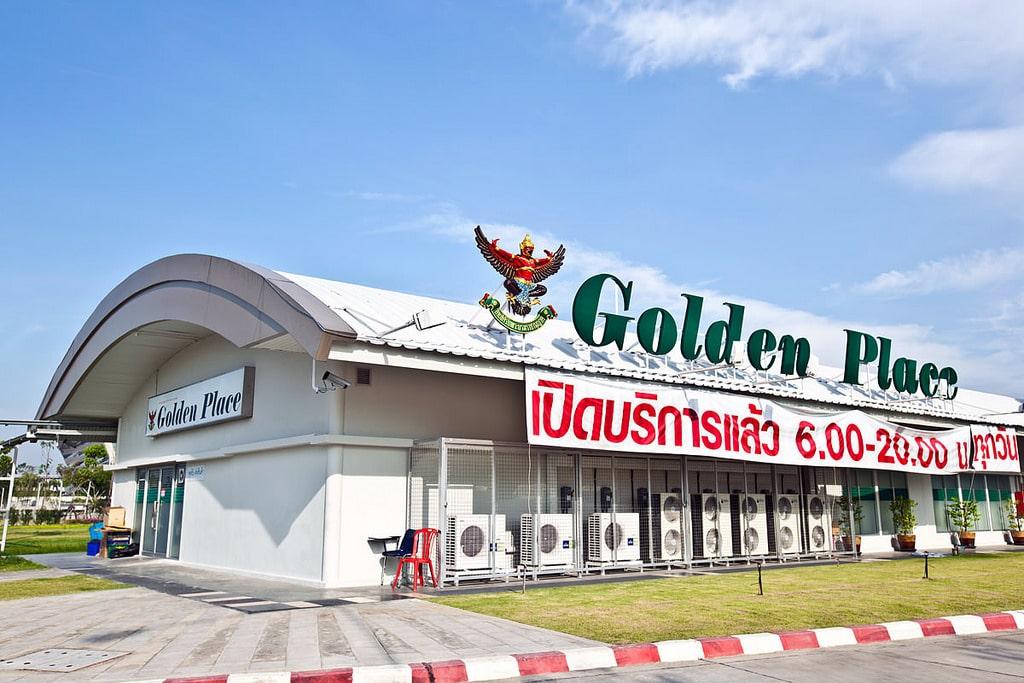 《曼谷購物商場》Golden Place 國王商店:專賣皇家開發計畫農產品的社區超市通路。