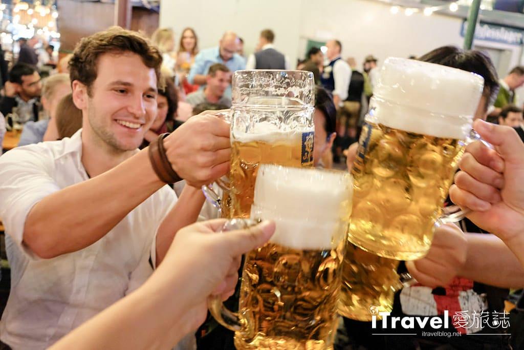 《德國自由行》六天五夜慕尼黑行程攻略:德國啤酒節主題旅行,一日乘車卷五人同行跑透透。