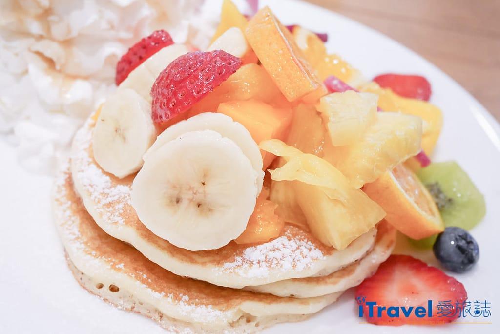 《東京下午茶推薦》Hawaiian Pancake Factory:搖搖裙擺阿囉哈!來份熱夯綜合水果鬆餅搭配夏威夷鳳梨柑橘汽水。