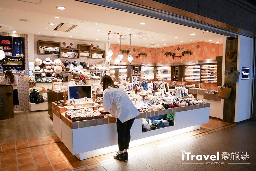 《福岡購物血拼》天神地下街:服飾、配件、鞋款與藥妝一網打盡,逛吃購大大滿足。