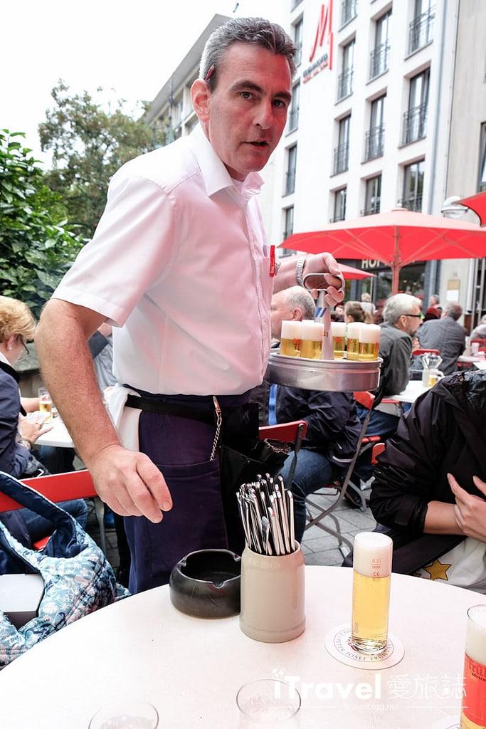 《科隆美食餐廳》Frueh am Dom百年老店的好滋味,大吃德國豬腳與暢飲科隆啤酒!
