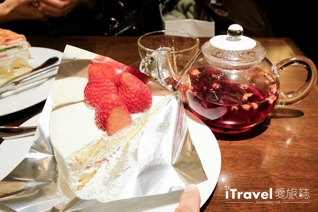 《東京下午茶推薦》HARBS水果千層蛋糕佐熱呼呼果茶,鮮而不膩滋味讓人再三回味。