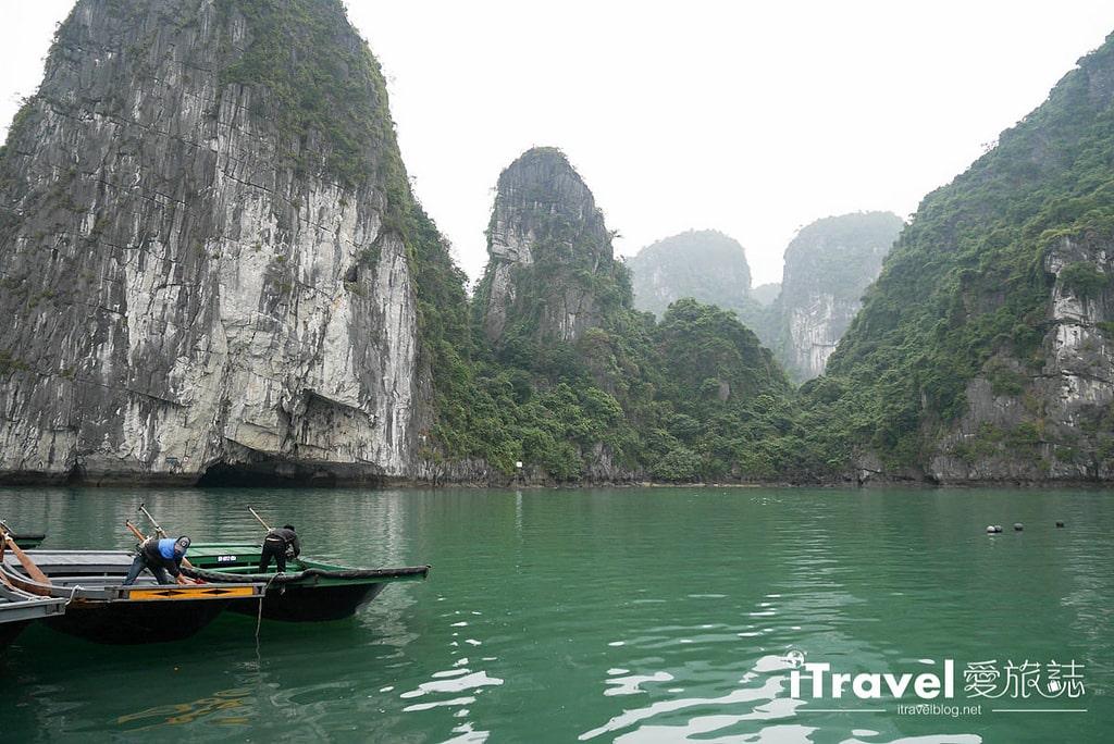 《下龍灣景點推薦》穿洞 Hang Luon:廣寧搭乘遊船穿越洞穴,欣賞別有洞天的世外桃源。